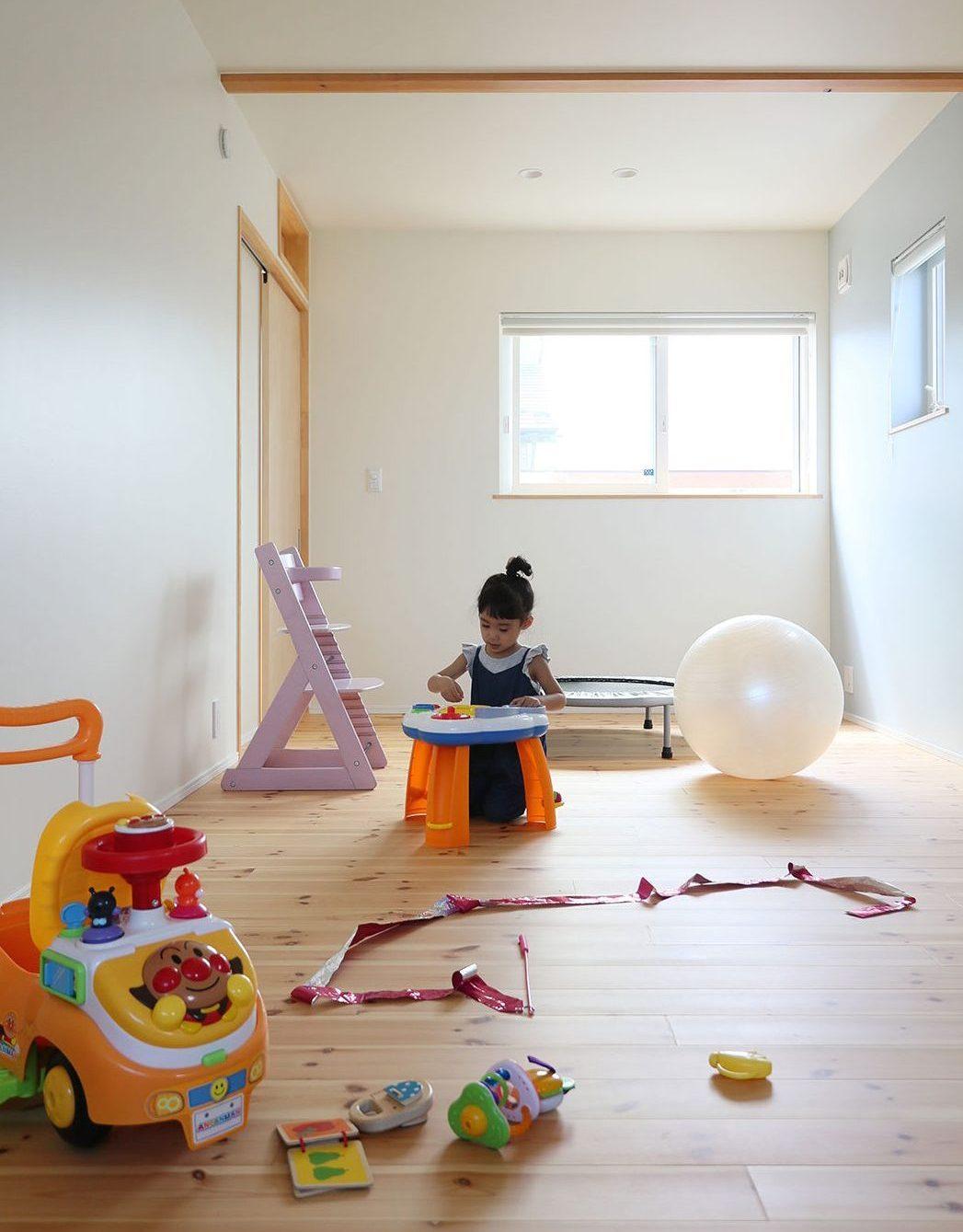 飯寺ⅡS様 無垢の木の床の子供部屋
