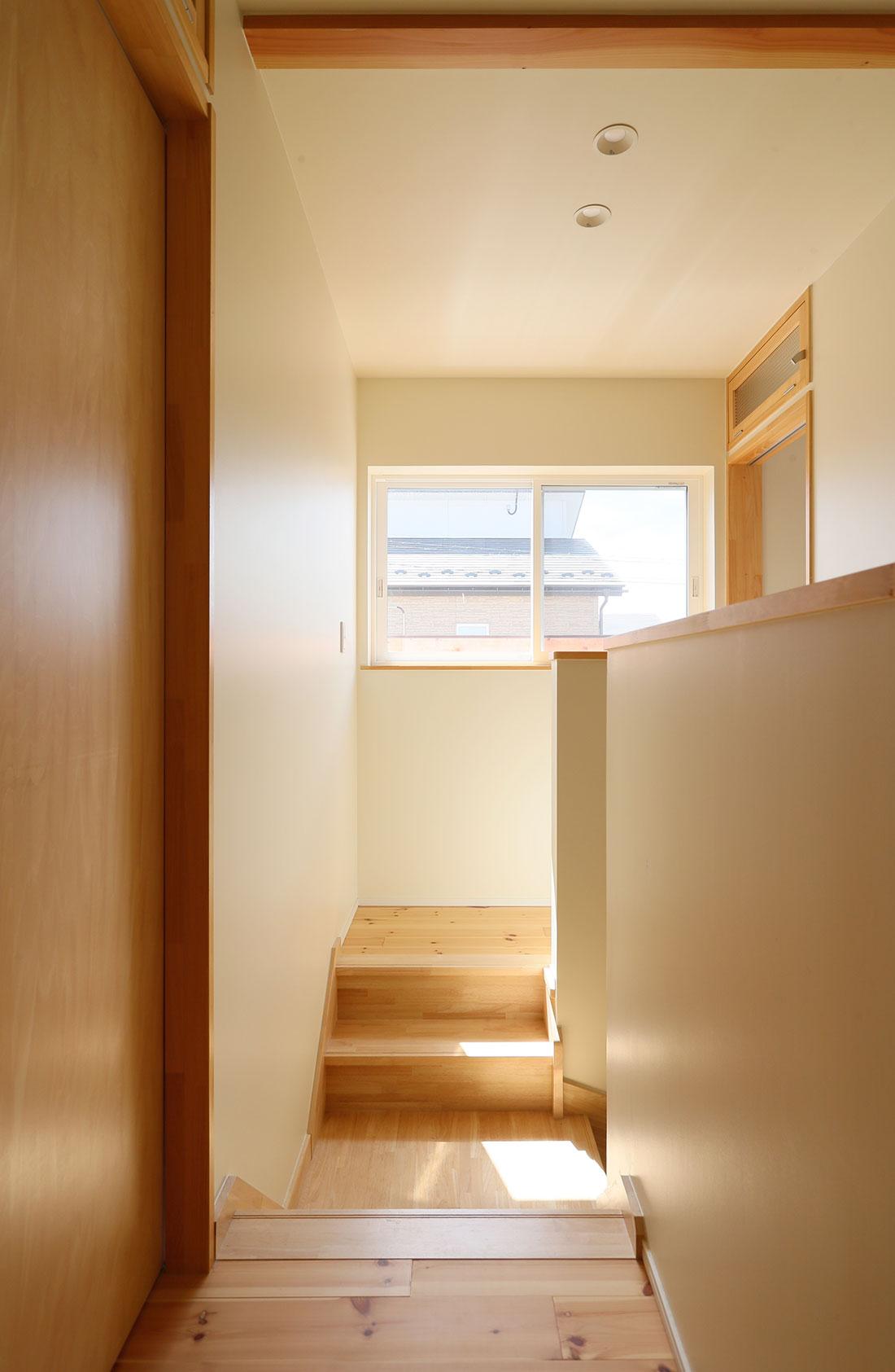 飯寺の家Ⅱ 収納 階段