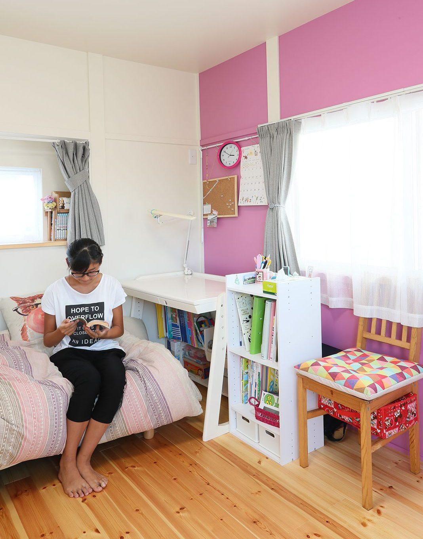 館脇町K様 子供部屋の壁はカラフルに色分けされています