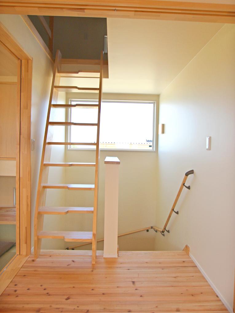 美里の家 階段